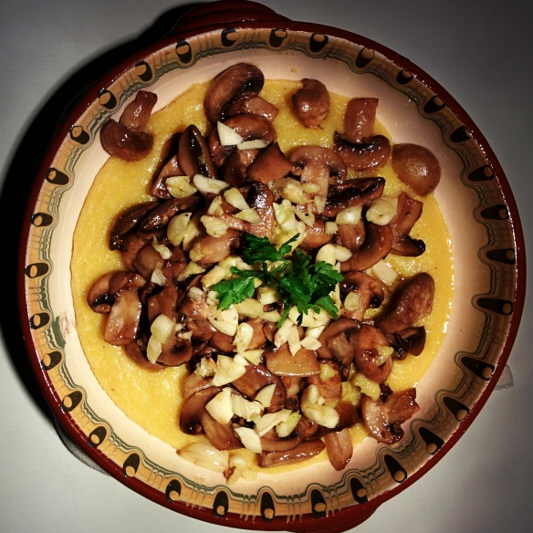 Polenta withe garlicky mushrooms